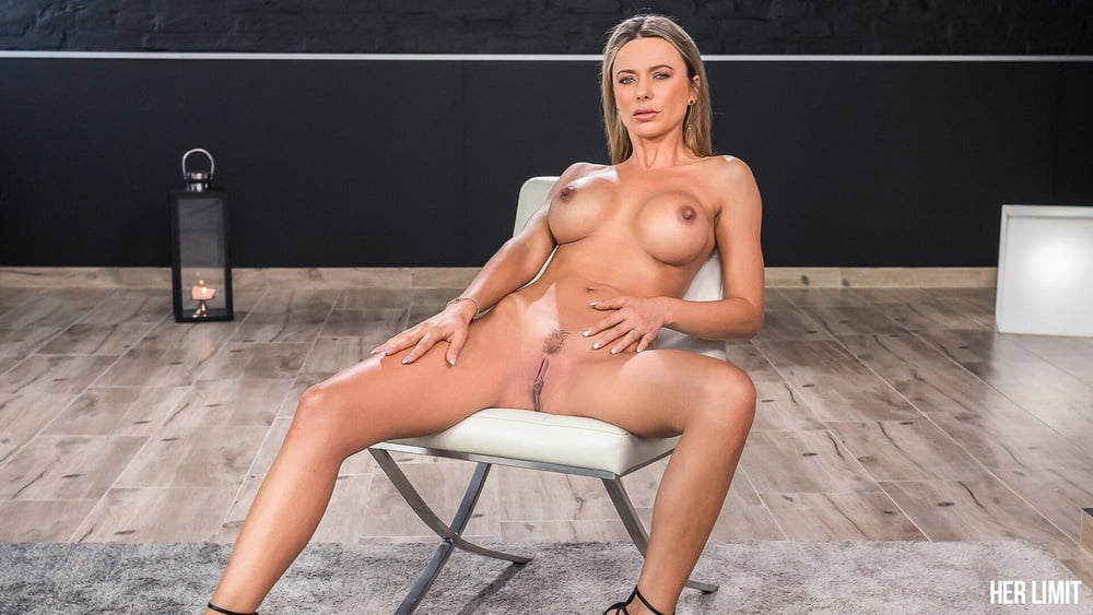 Romanian MILF Fucked in her Tight Ass by a Thick Cock