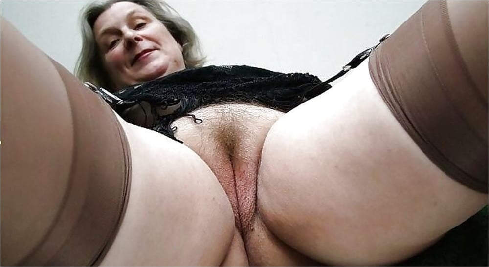 mature-pussy-under-pants