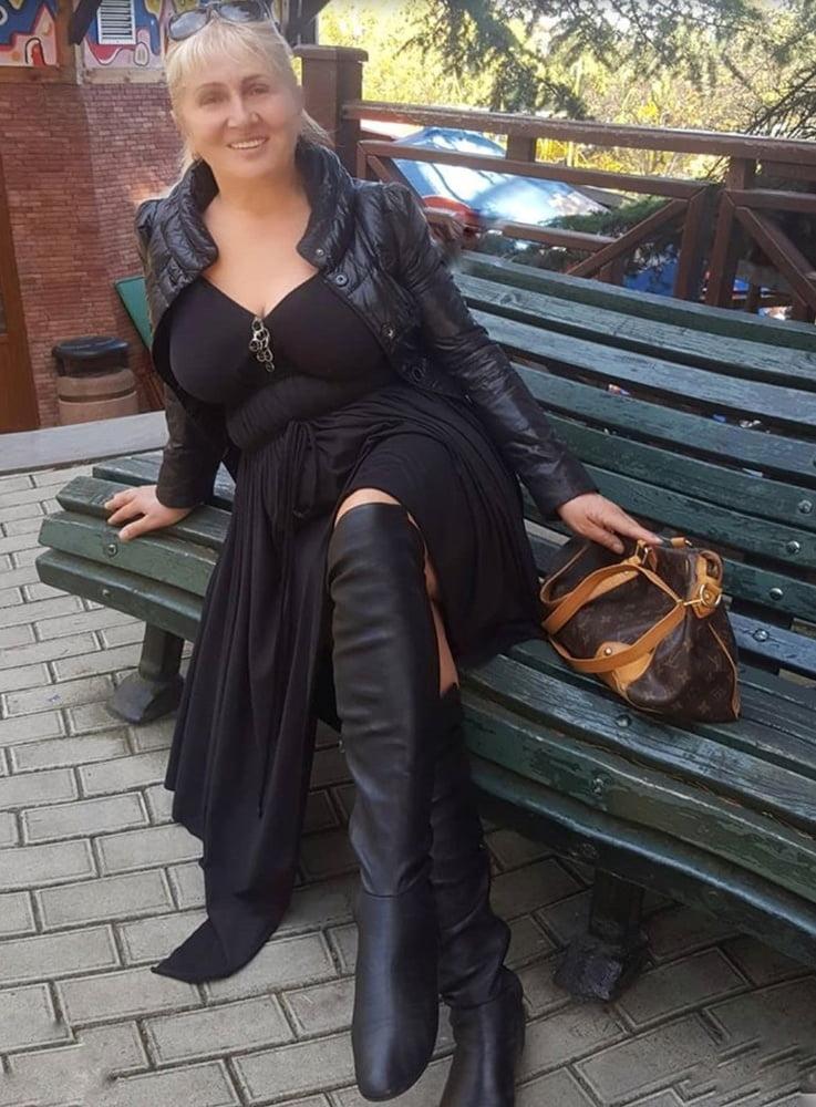 Milfs & Gilfs wearing boots no.102 - 40 Pics