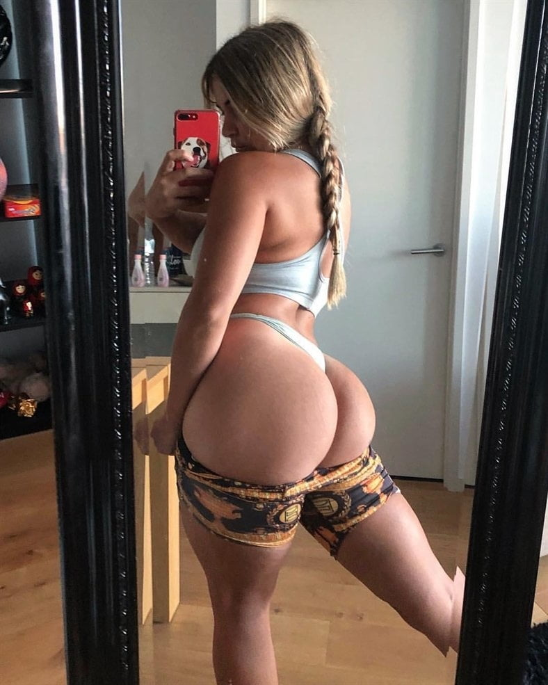 Wicked Bubble Butt Selfies Amateur Photos 1