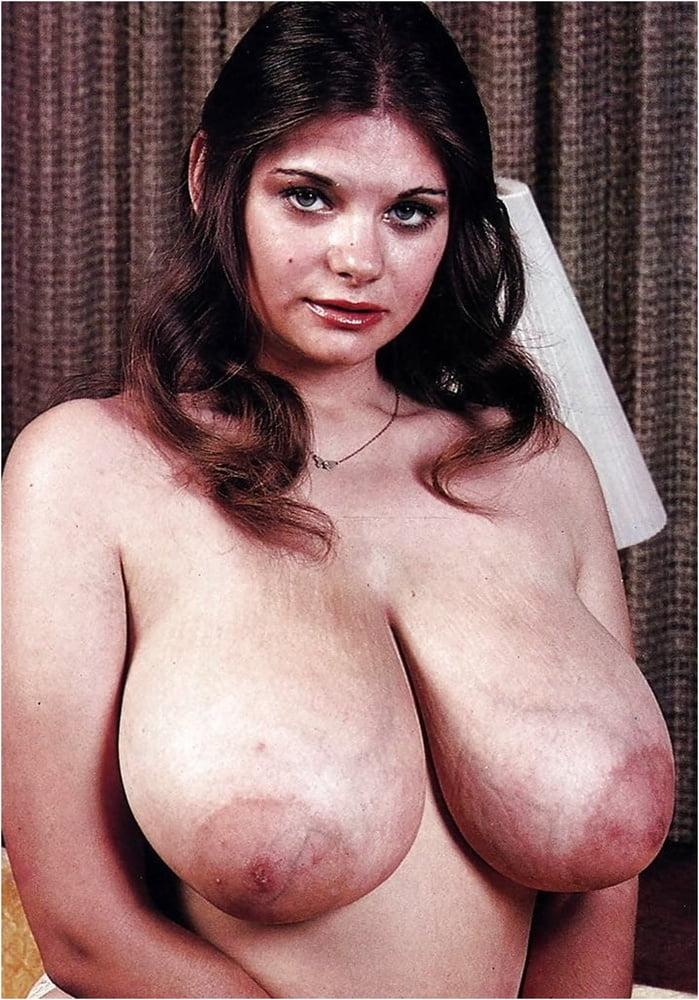 nude-busty-hot-vintage-pornstar-girls-fake-pics-courtney-reagan-feet