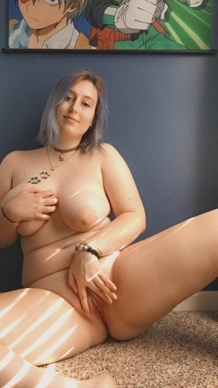 Chubby slut loves attention - 31 Pics