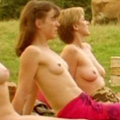 Nackt Olivia Williams  Maisie Williams