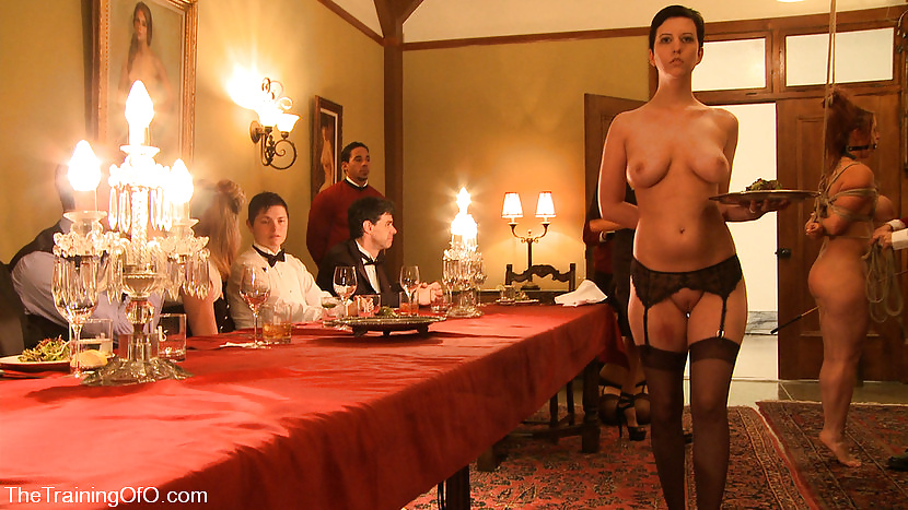 naked-for-dinner-guests-lizzy-caplan-nude-pics