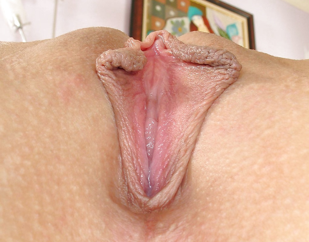 women-with-o-shaped-pussy-lips