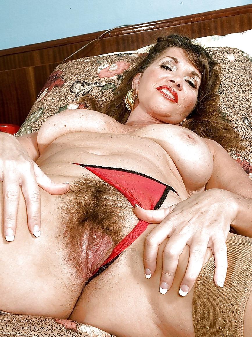 Порно с лохматой теткой, фото жопы в обтягивающих юбках