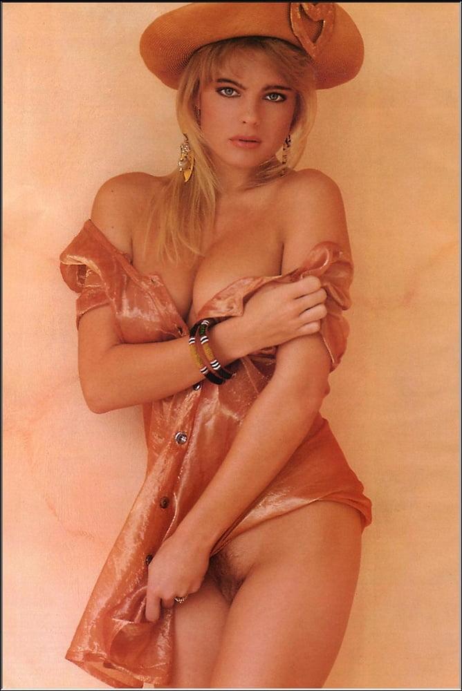 Sexy Erika Eliniak Naked Pic