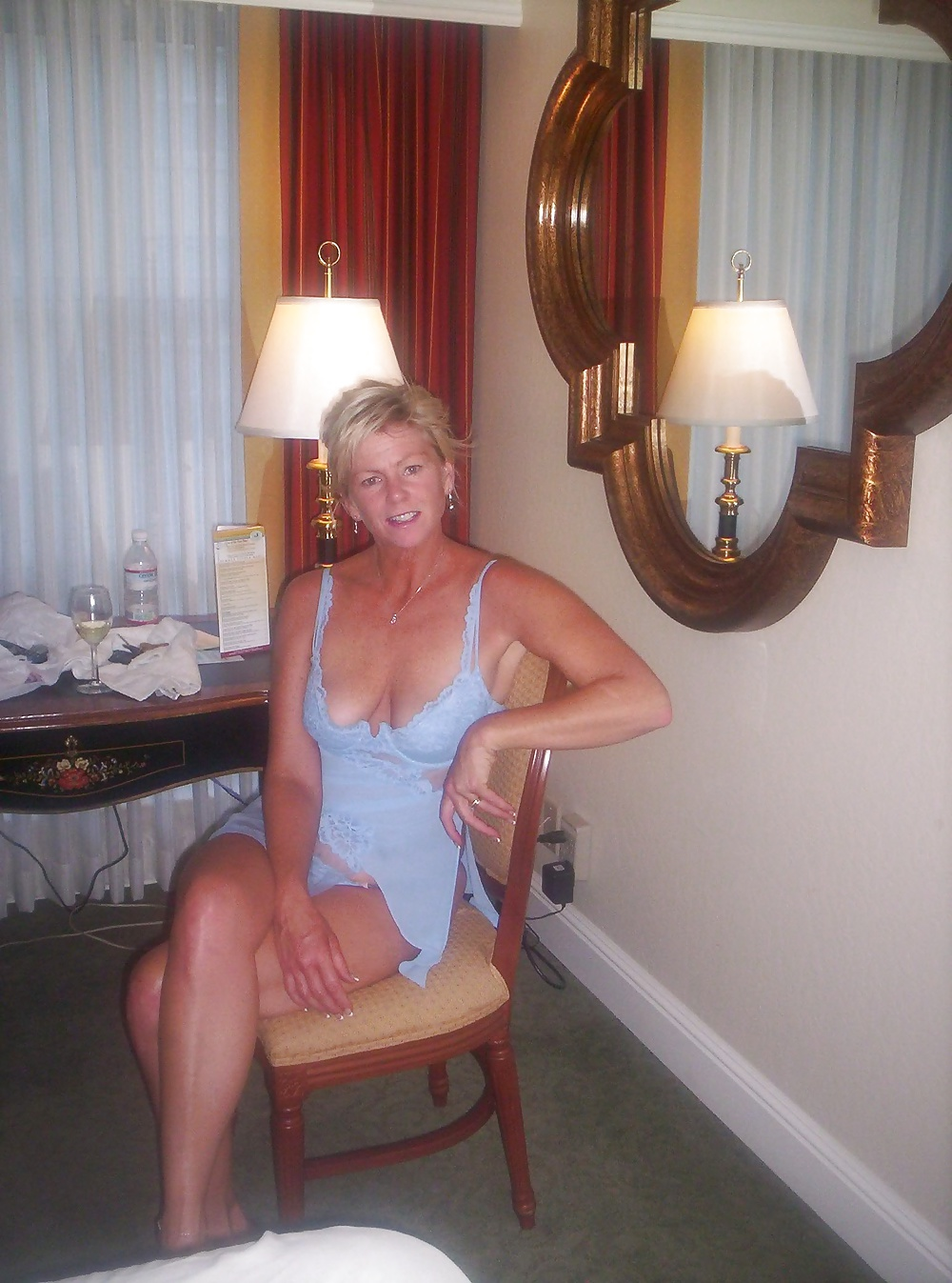 Hot english blonde bating in pub toilets - 2 part 5