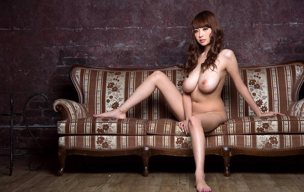 Busty girls posing - 472 Pics