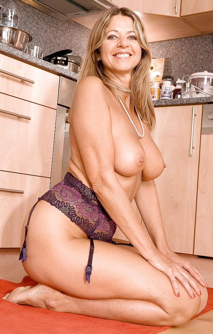 Milf Housewife Porn Pics