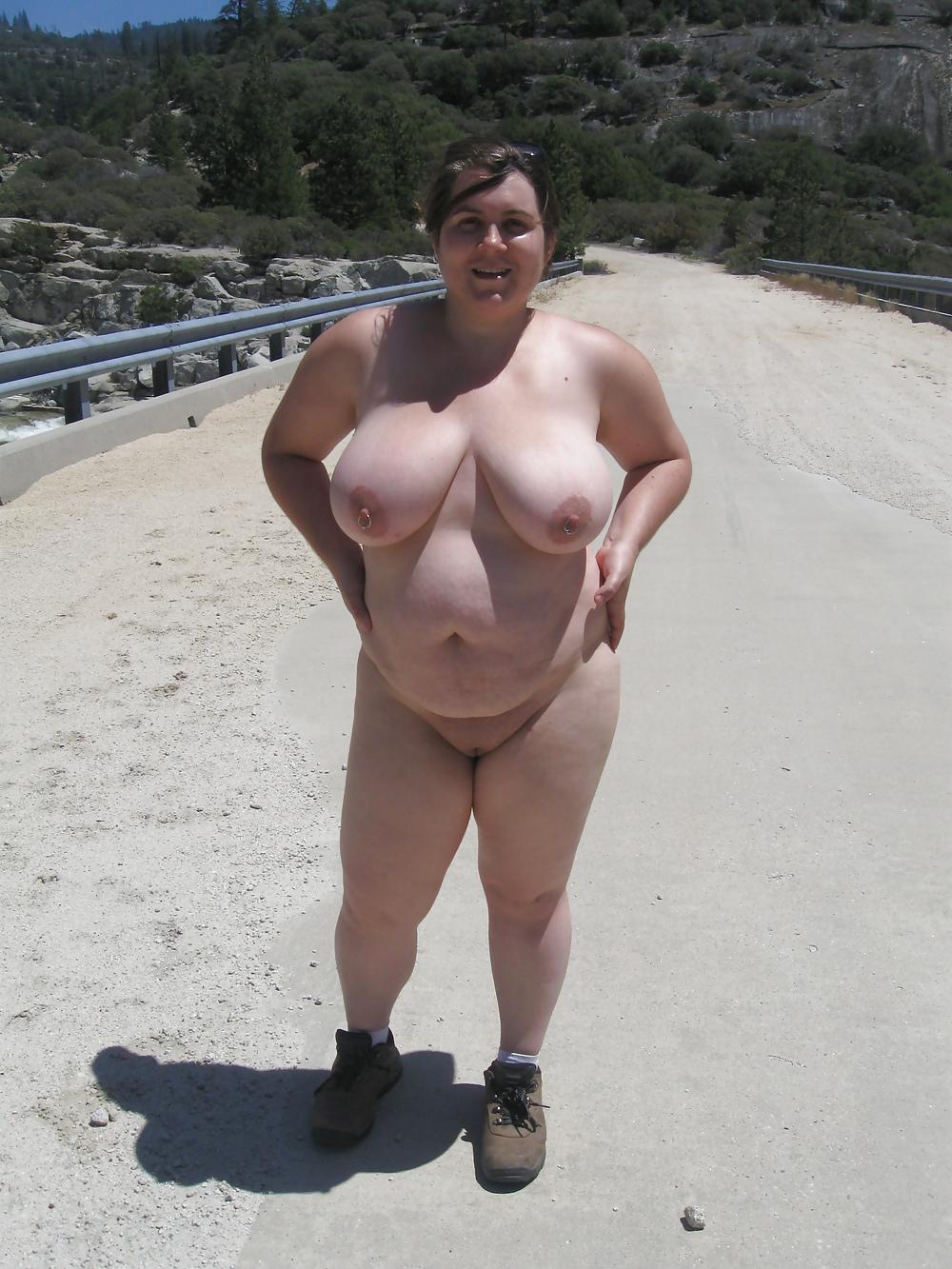 Толстые и голые на пляже, порно онлайн лижет анус партнеру