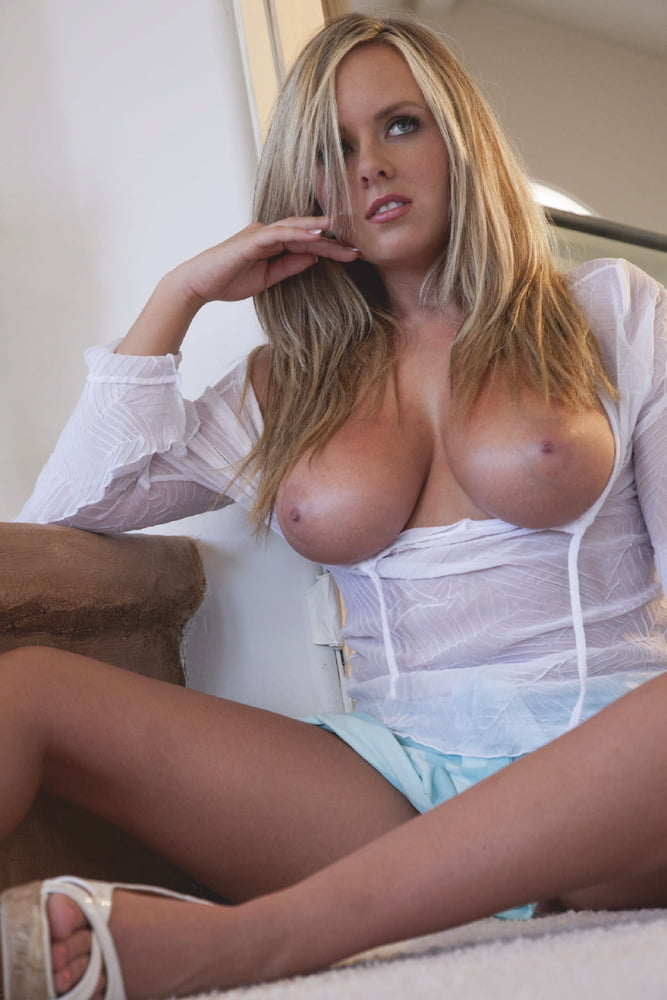 Beautiful Blonde - 29 Pics