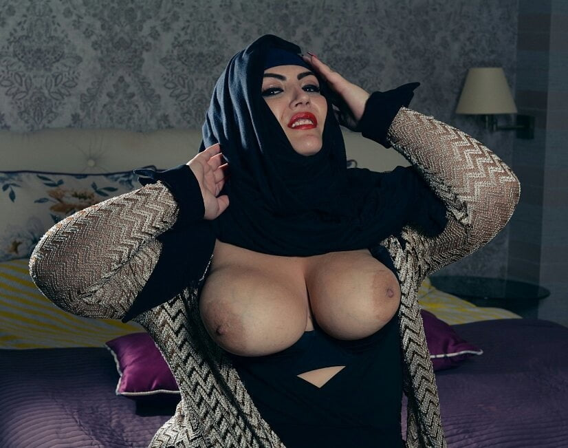 Arab girls nude boobs — photo 5