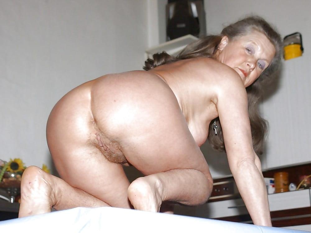 Reverse cowgirl creampie