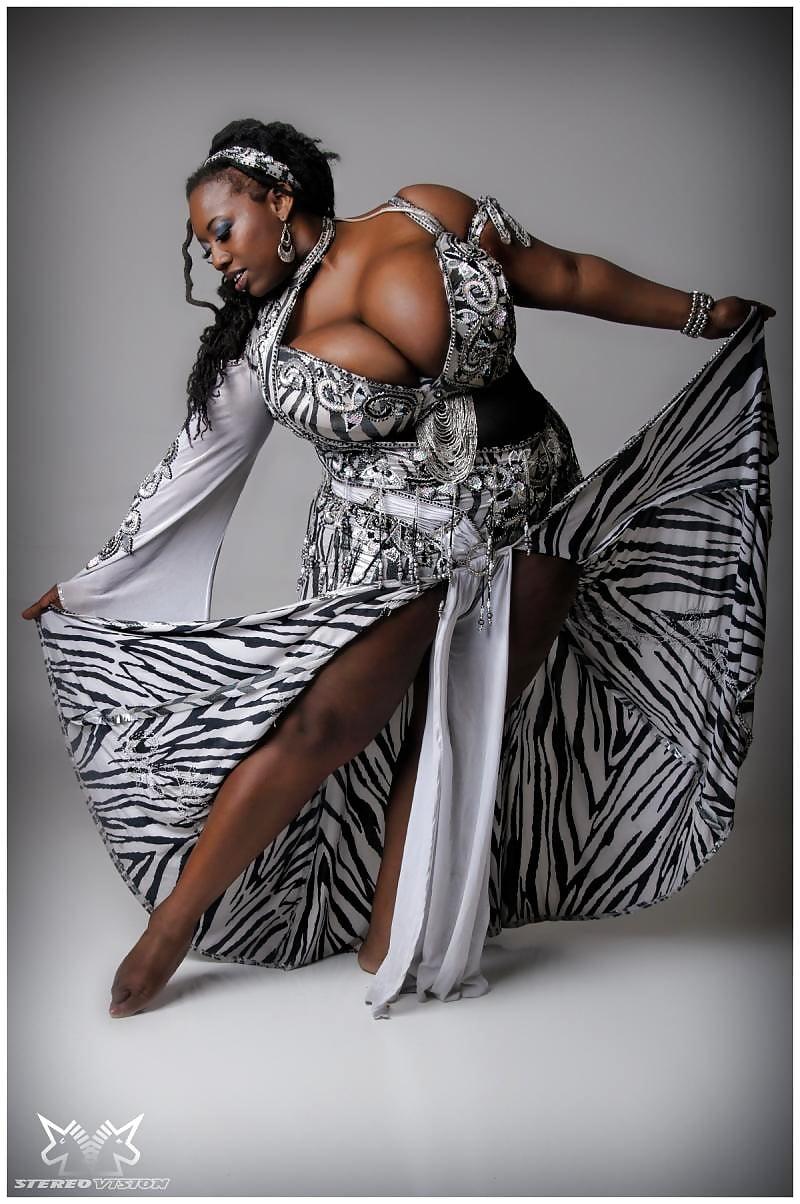 Mature ebony queen dance