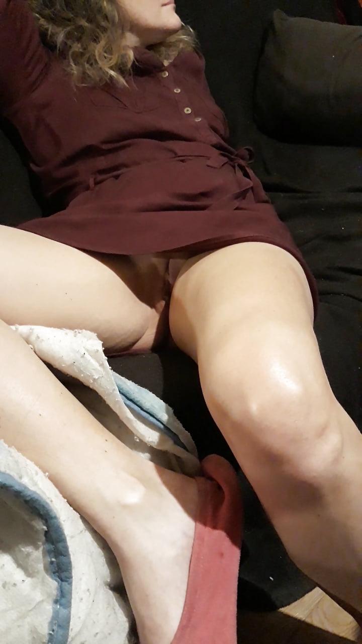 Sous La Jupe De Ma Femme Upskirt No Pantie 4 Pics Xhamster