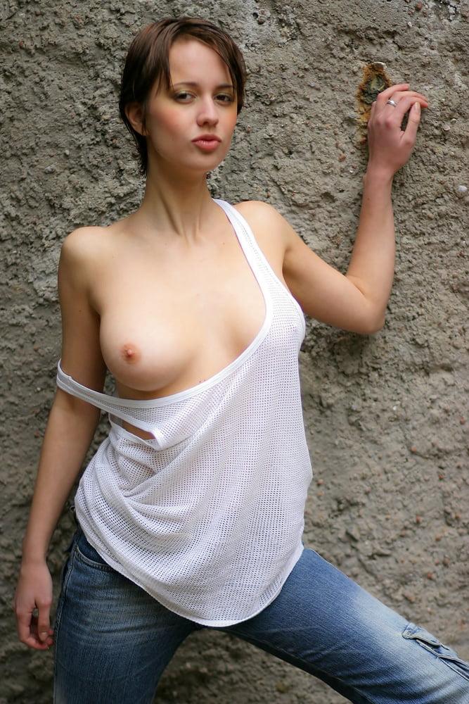 голые девушки в футболках фото - 5