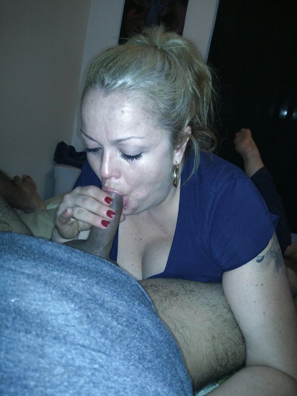 Mexicana enmascarada cogida en el sillon del sexo - 3 6