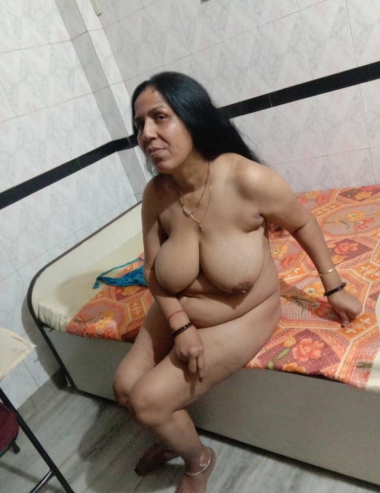 Sexy aunty picture - 33 Pics