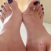 Alelucena feet black nail polish!