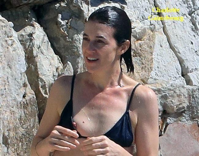 Celebs nipple slip on the Beach - 33 Pics
