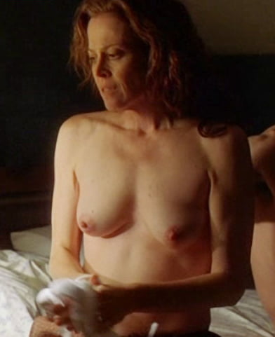 sigourney-weaver-topless-gif-hotest