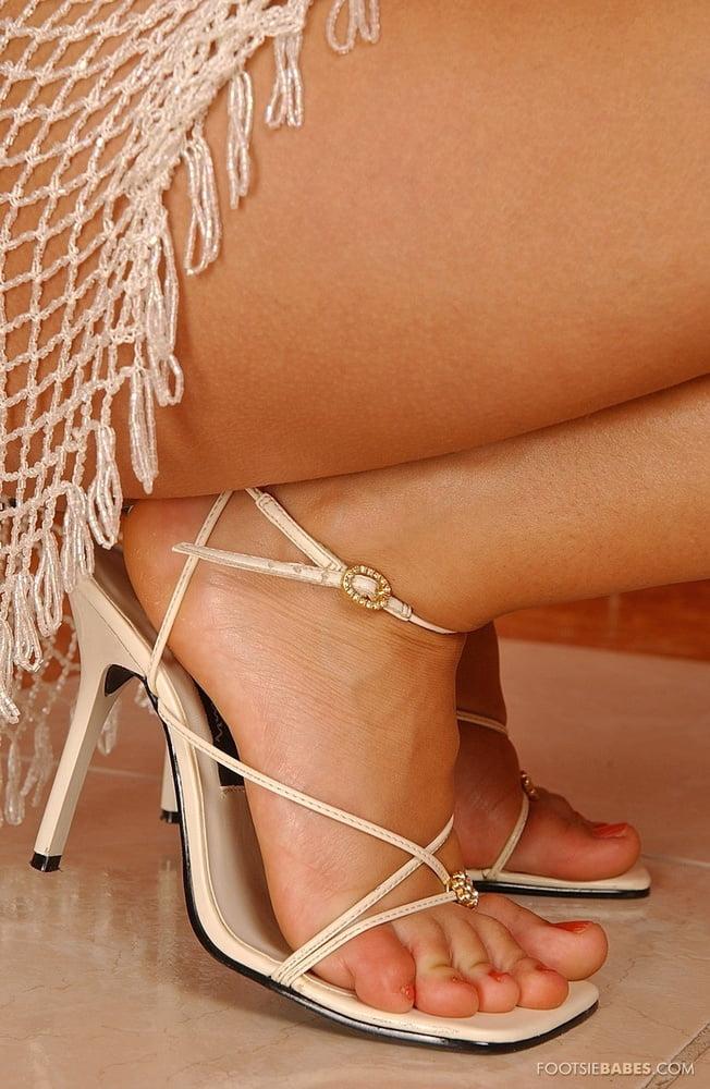 Женские ножки в босоножках фото-фетиш, гинекология видео зрелые женщины