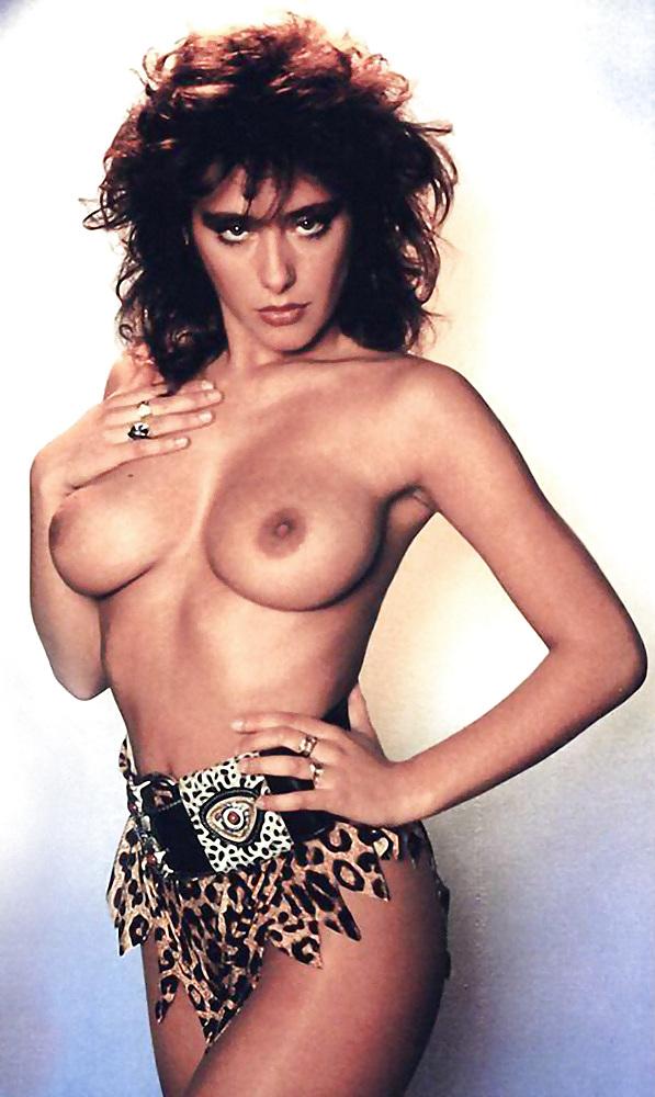 aziatkoy-chernom-eroticheskie-foto-pevitsi-sabrini-paren-trahaet