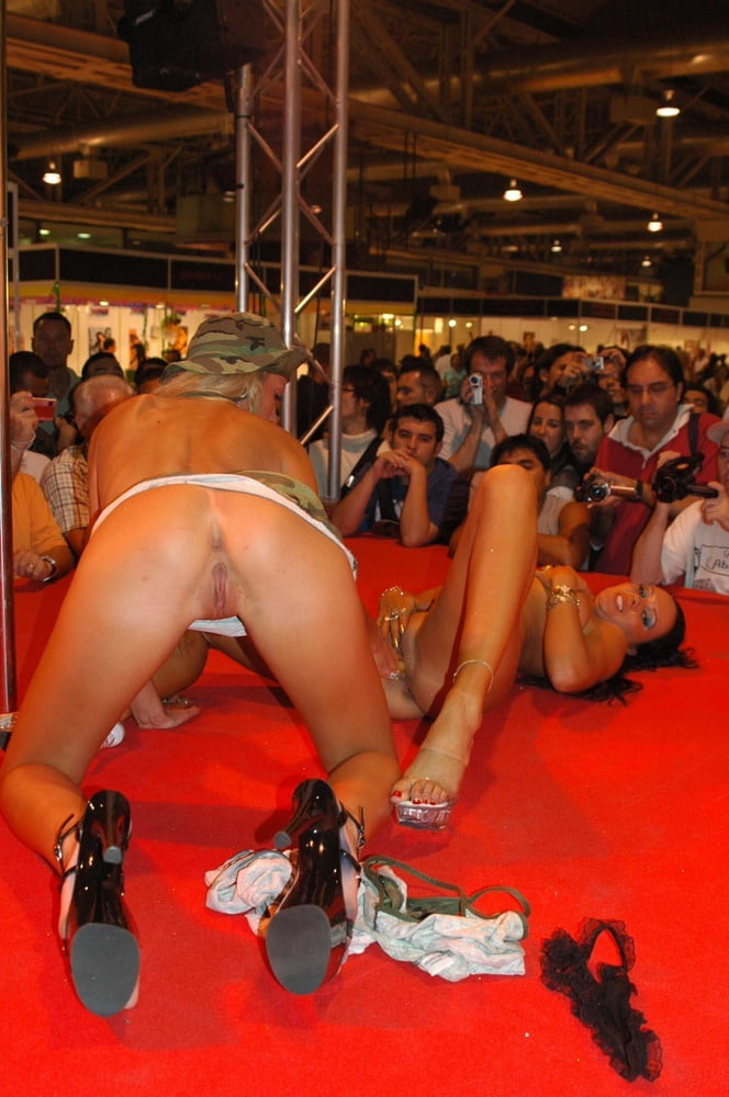 порно шоу стриптиза в барселоне татьяна попросила