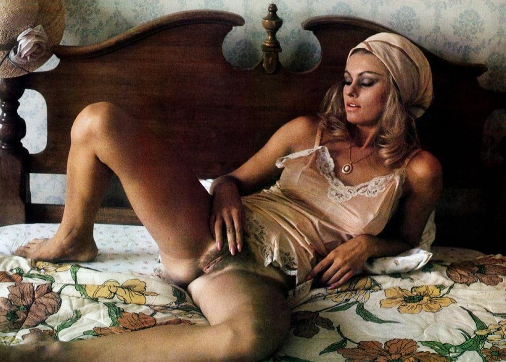erotika-italii-retro-filmi-komandi-gospozhi-rabu