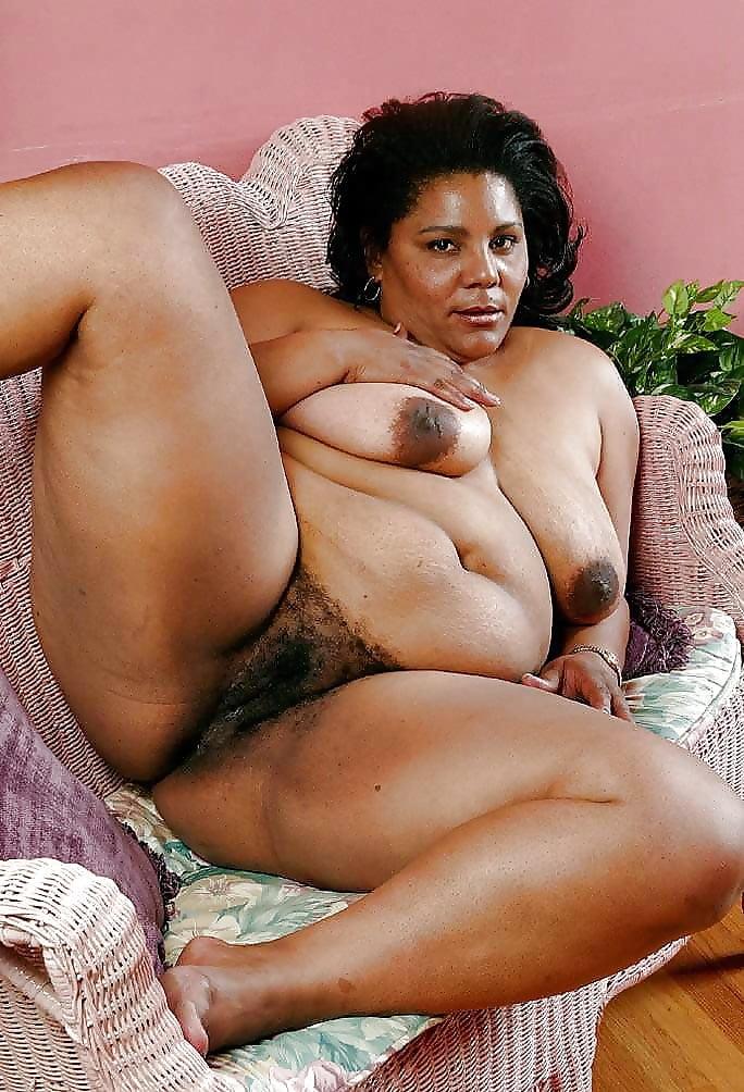 Fat ebony mature mom spreading hairy pussy on the floor