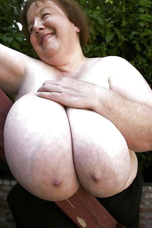 Огромные старые груди, они трахнули ее толпой смотреть онлайн