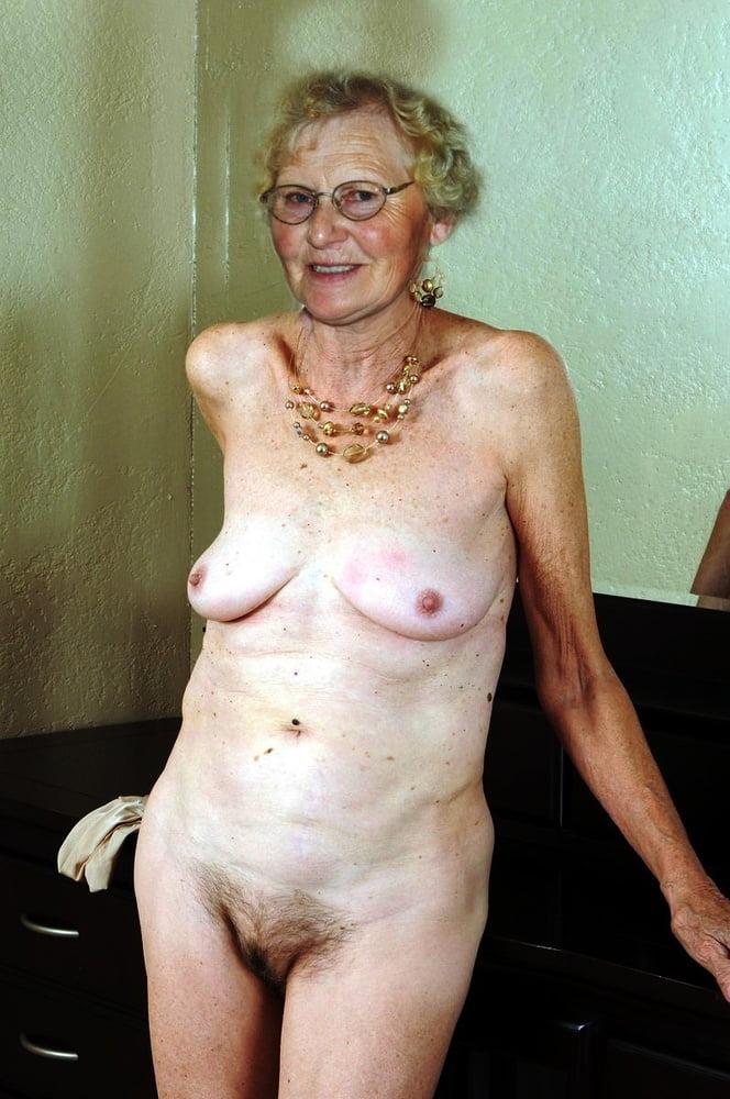 Grannies posing naked — photo 14