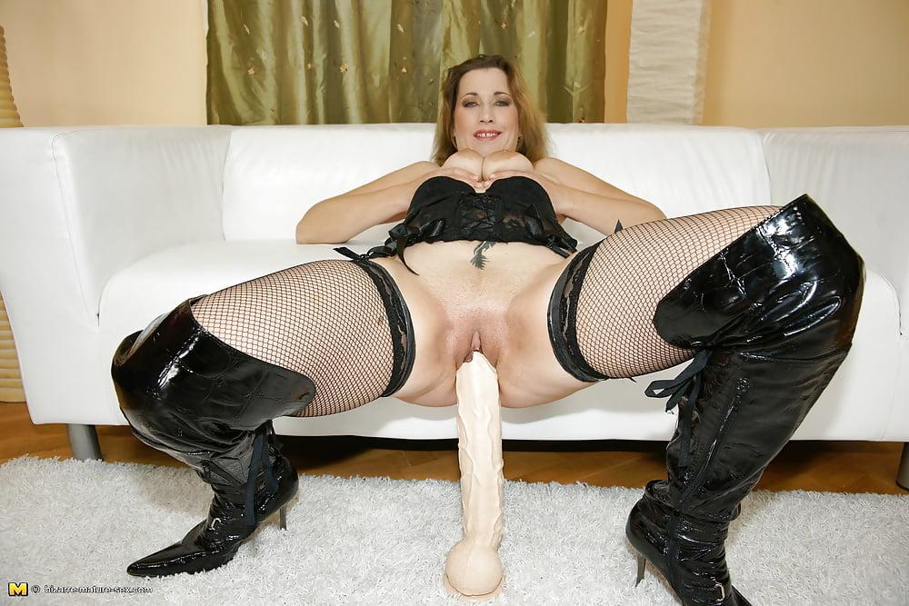 Kinky mature sluts fucking
