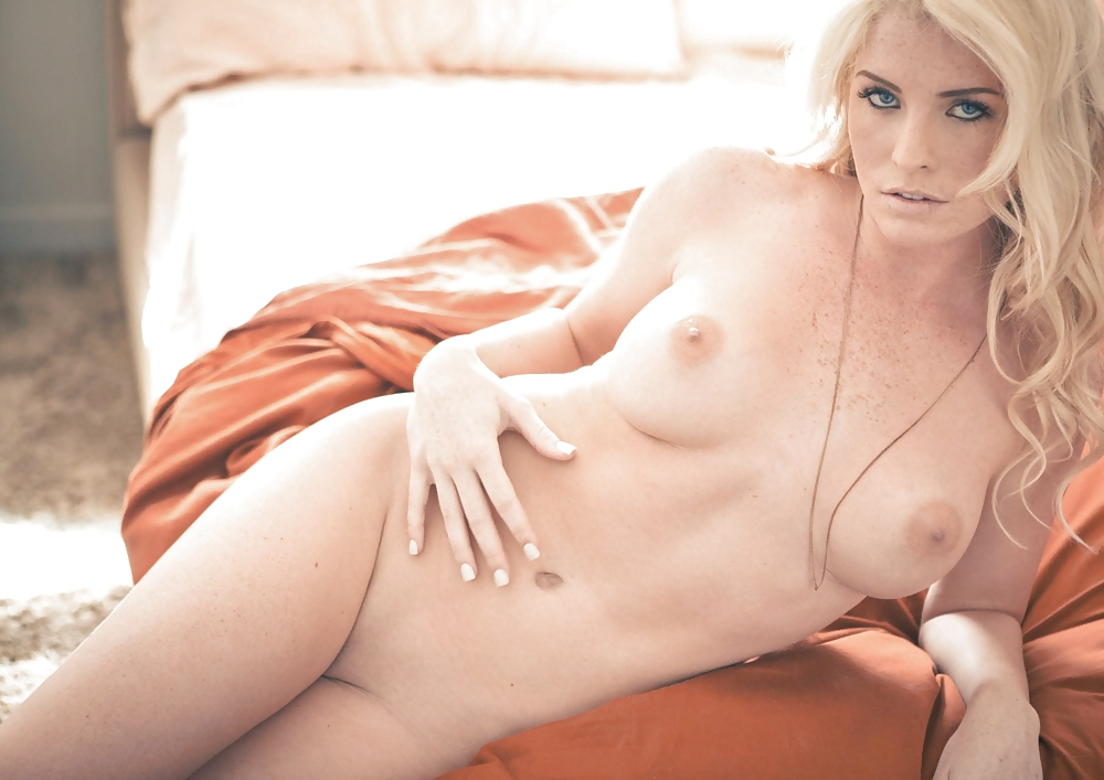 Model Playboy Hot Nude Blonde Carlie Christin 1