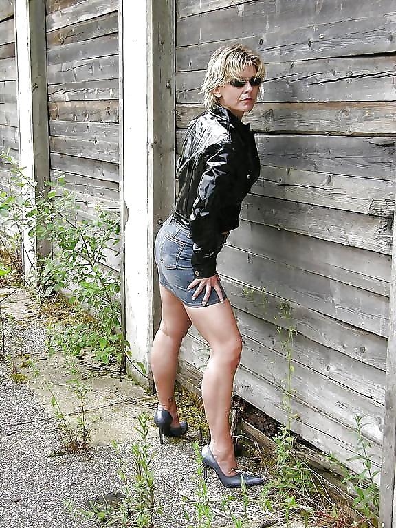 Sexy milf high heels-2368