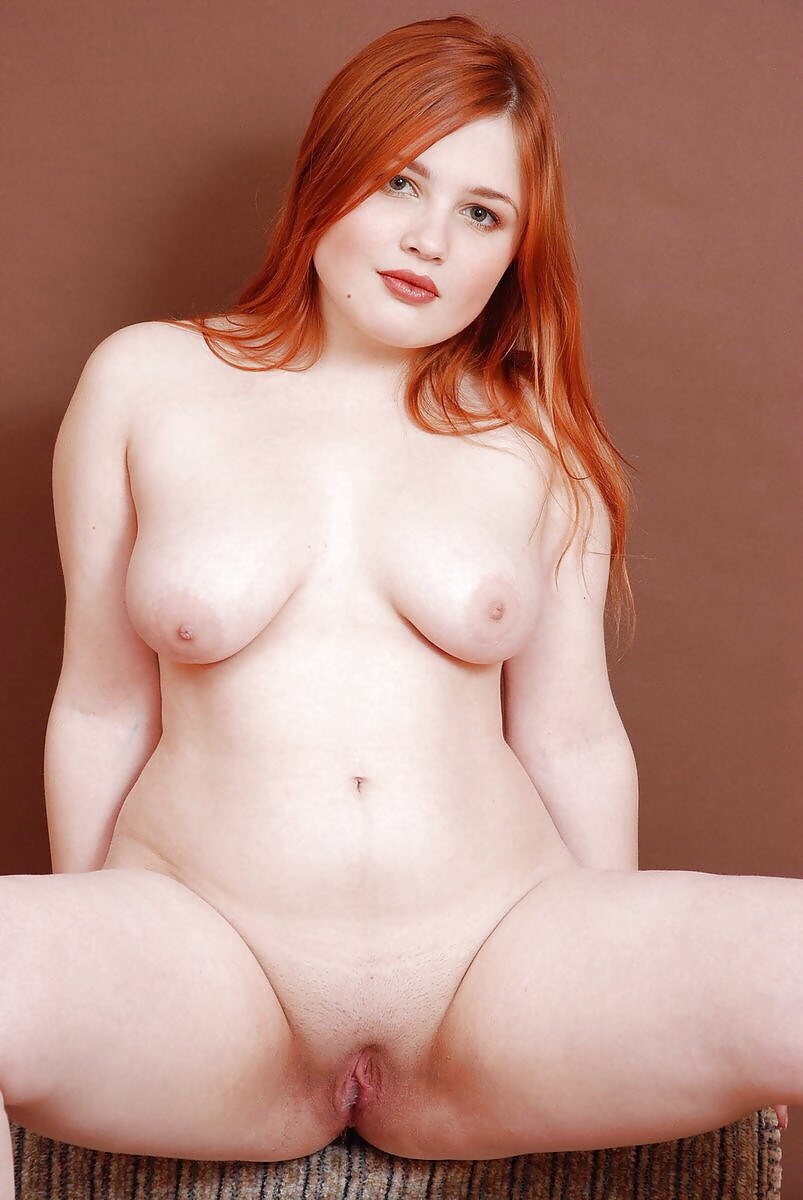 Plump redhead close-up, natural blonde pussy video