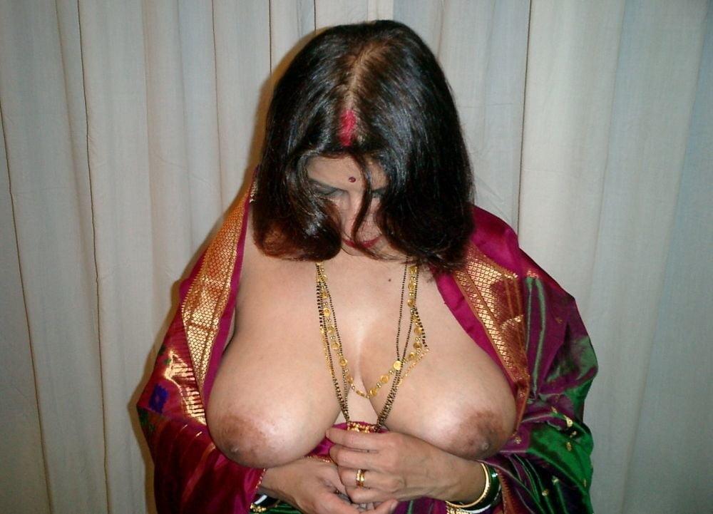 Desi big boobs dikha ke aunty ne muth marne par majboor kiya my desi boobs