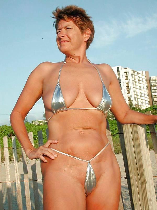 Grannies in sexy bikini, girls asking for cum in mouth