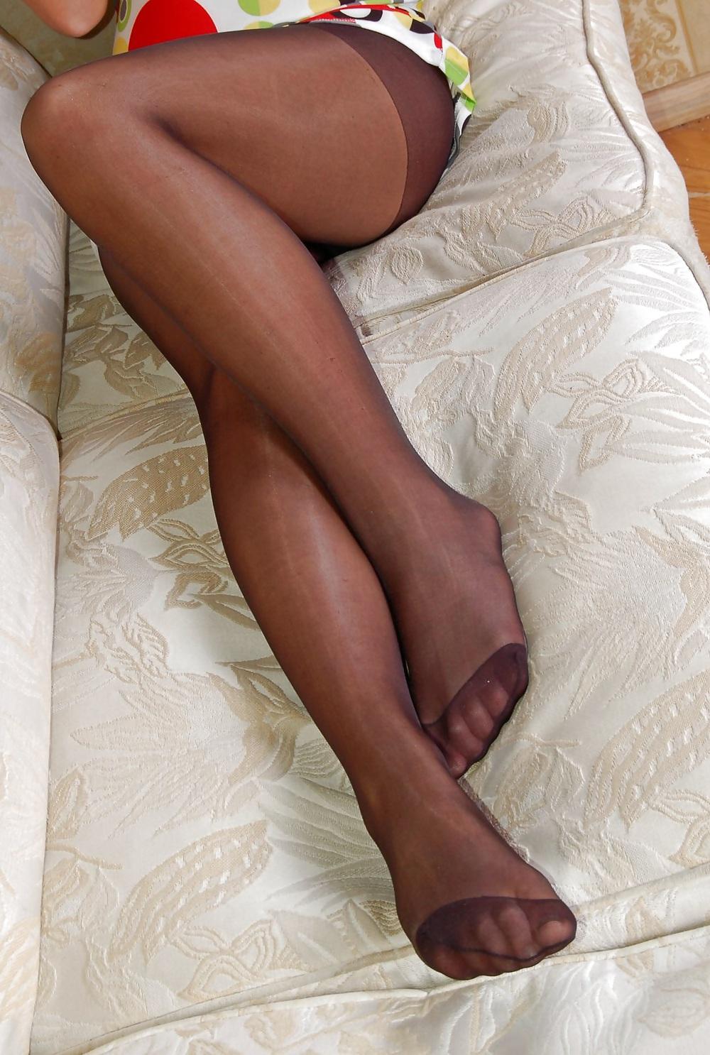 Free Amateur Woman shows Pantyhosefeet photos