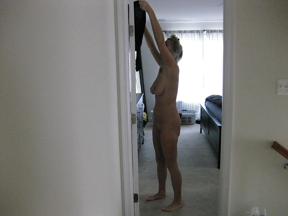 amateur-nude-spying-aj-lee-fulley-naked