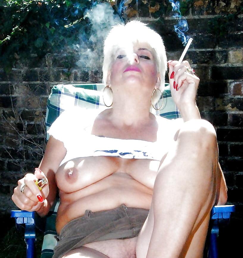 Mature smoking cigarette porno — pic 2