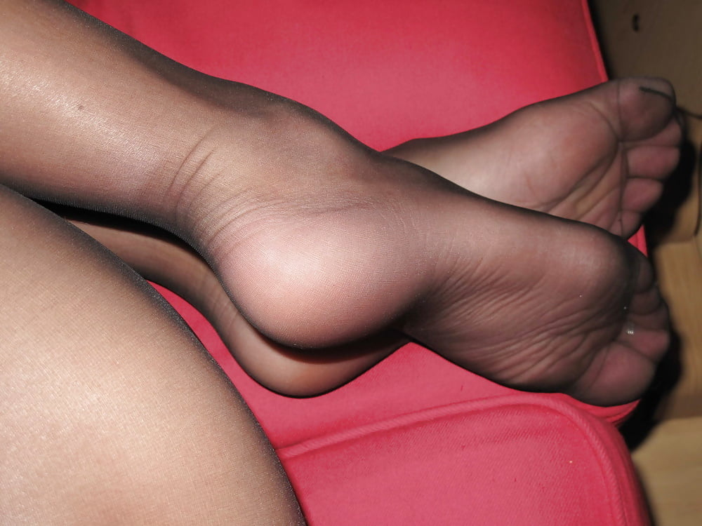 Feet in pantyhose sexy women — pic 14