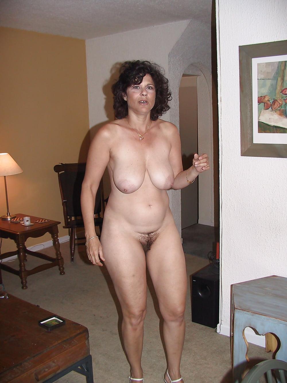 видео зрелая голая дома