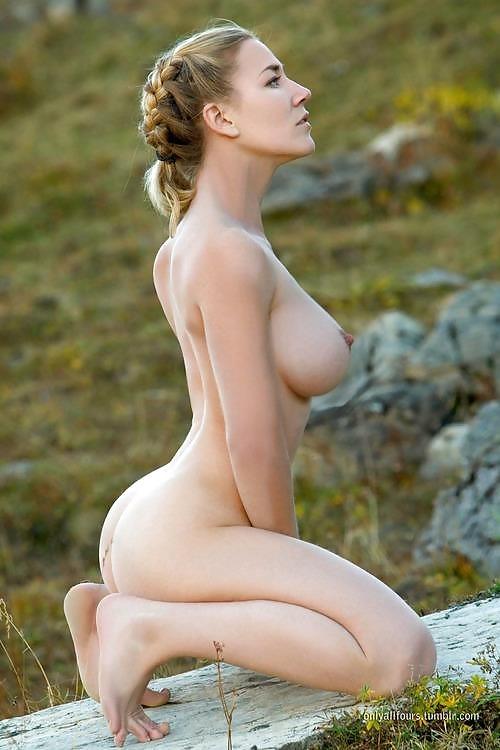 nude-julia-naked