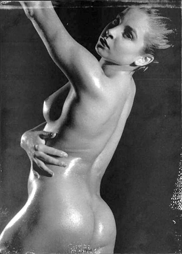 podrugi-amina-zaripova-erotika-blondinka-burno