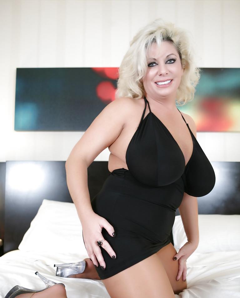 aktrisa-klaudiya-mariya-porno-razvodi-v-obshage