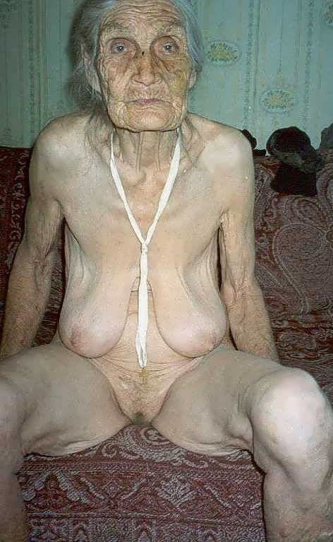 Srilankan old granny nude ass