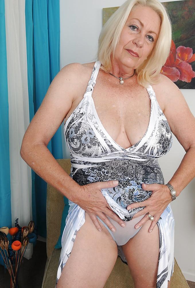 мога разбера стриптиз красивых женщин и ухоженных старушек голых девушек роскошными