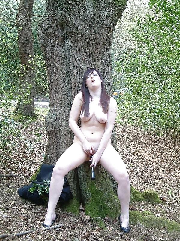 Онлайн порно одна в лесу мастурбирует бразильскую жопу порно